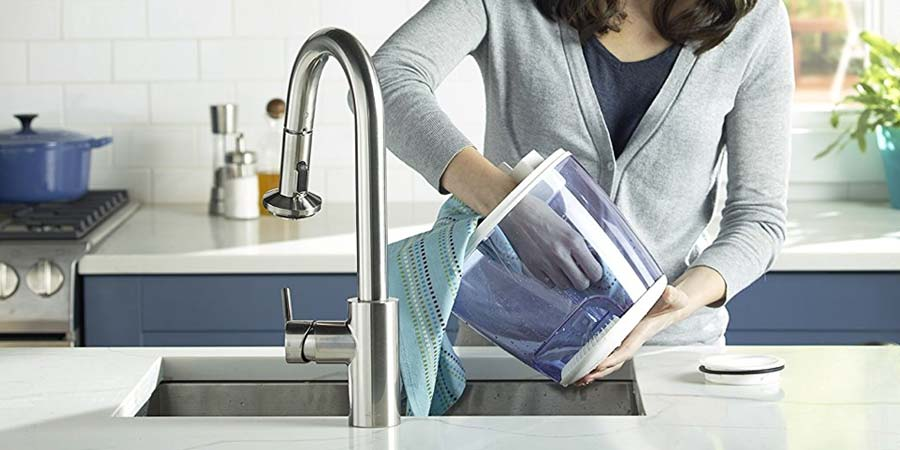 woman handling an easy to clean humidifier