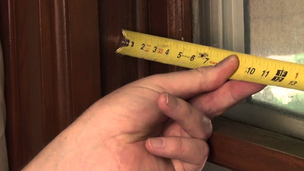 Measuring dimension of the best Window AC for Large Room using tape measure